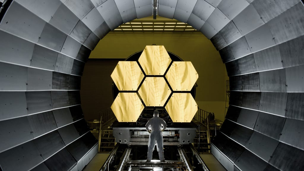 Hubbles Heir: The James Webb Space Telescope