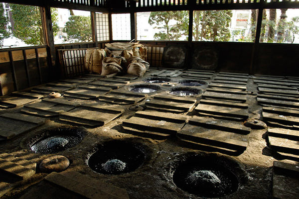 Traditional method of fermenting Japanese indigo leaves