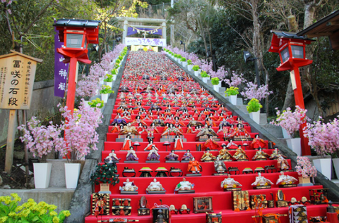 At the center of the festivities lie the hina-ningyo (Hina dolls), which always includes the imperial female doll and male doll (mebina and obina, respectively) that represent the bride and groom from a Heian period wedding.