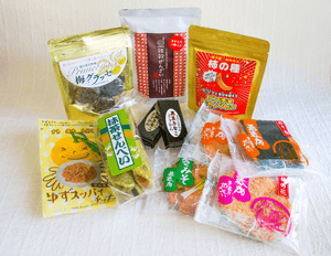 "JAPANESE SNACKS AND SWEETS: ""Raku"" Care Package (Delivery within Japan only)"