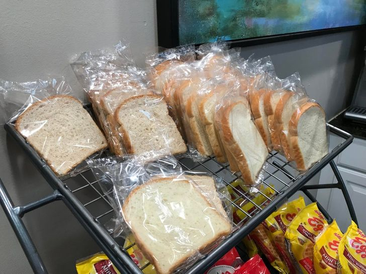 Sliced bread wrapped in plastic