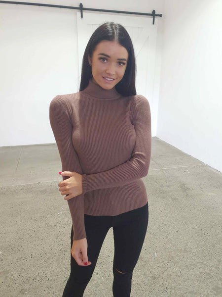 COSY KNIT TOP - BROWN
