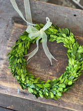 Load image into Gallery viewer, Boxwood Wreath