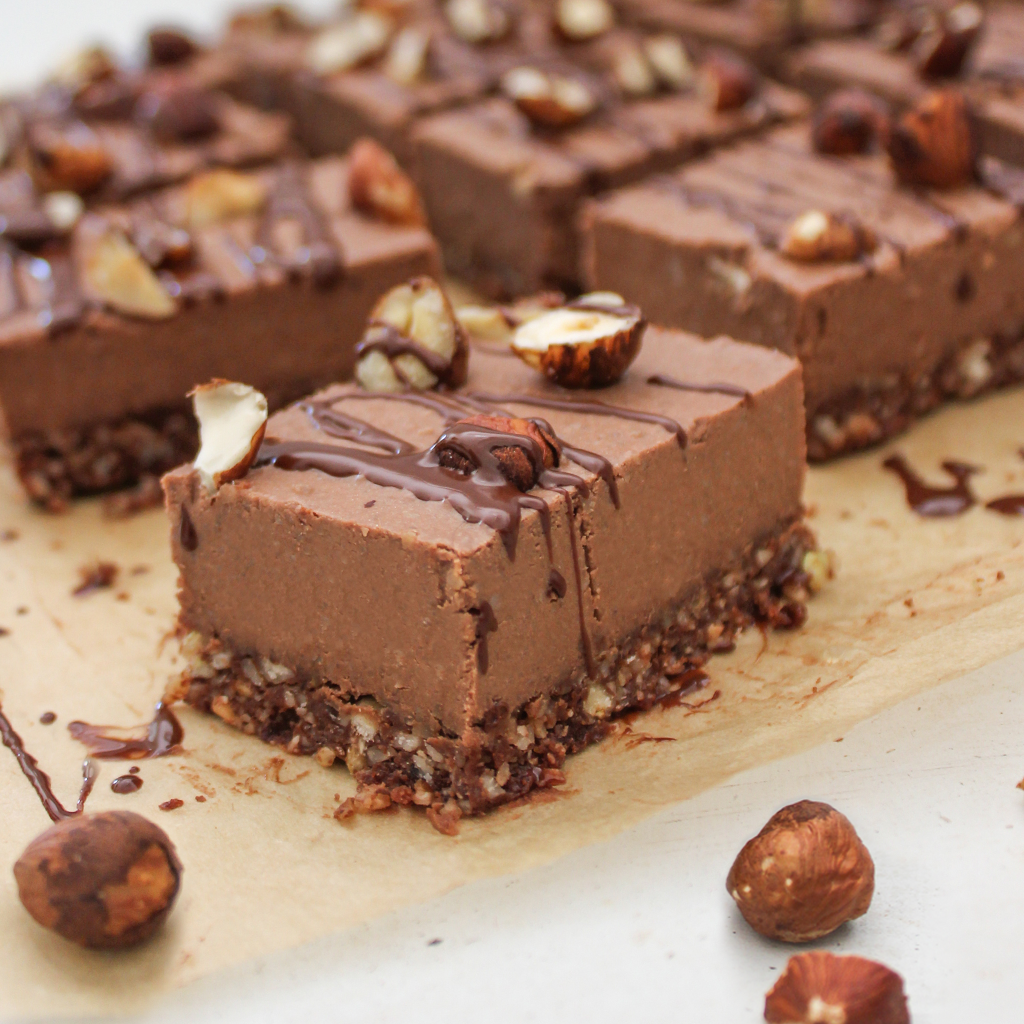 Chocolate and hazelnut cheesecake bars (raw vegan paleo)