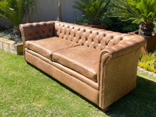 Load image into Gallery viewer, Modern Chesterfield 3 Seater