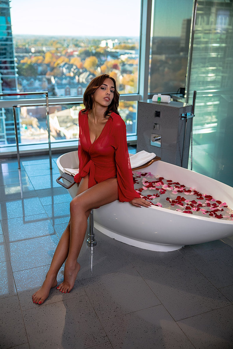 cute and sexy outfits for lingerie, bathtub, roses