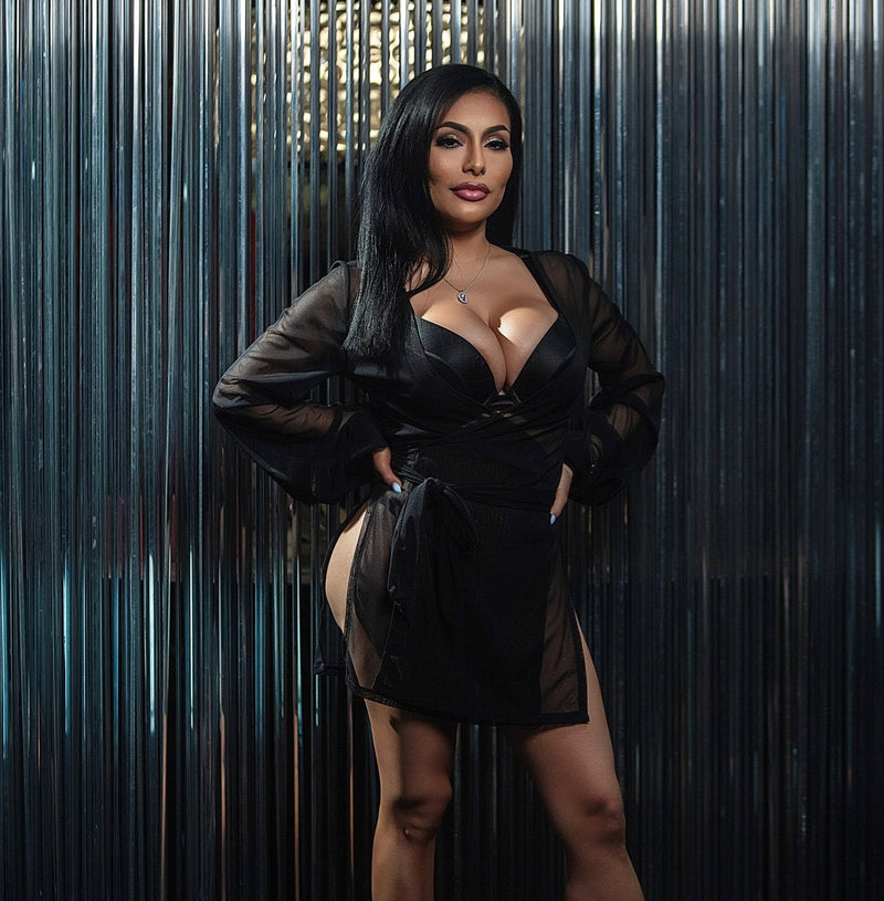 busty black hair model in Damita Belle Lingerie robe set