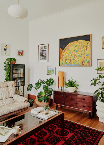 Bare Walls? Decorate Your Rental With These 6 Landlord-Approved Hacks