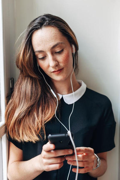 21 Inspiring Podcasts to Listen to on Your Way to Work