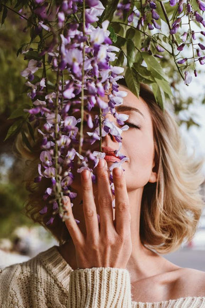 Aromatherapy Is Back And These Are 10 Scents That Will Help You De-Stress