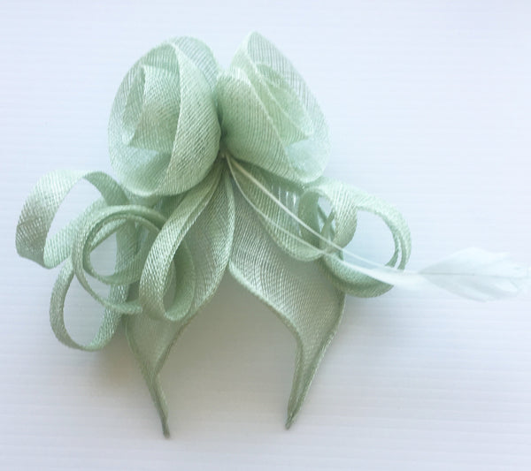 Kitty Light Mint Fascinator, Pale Mint Hair Accessory, Derby Headpiece with Comb, Spring Racing Fashion, Wedding Fascinator Peppermint