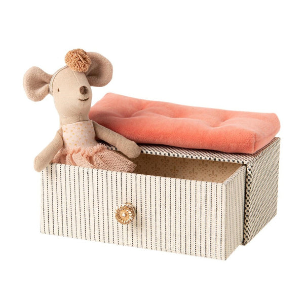Dancing Little Sister Mouse in Daybed