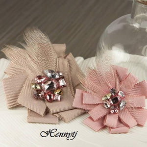 Vintage Chic Hair Clips with Feathers and Rhinestones