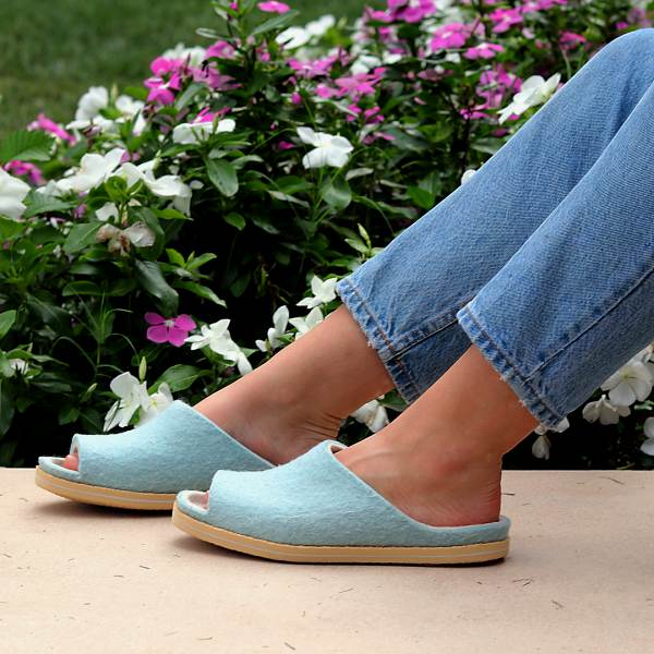 Sky blue wool slipper slide