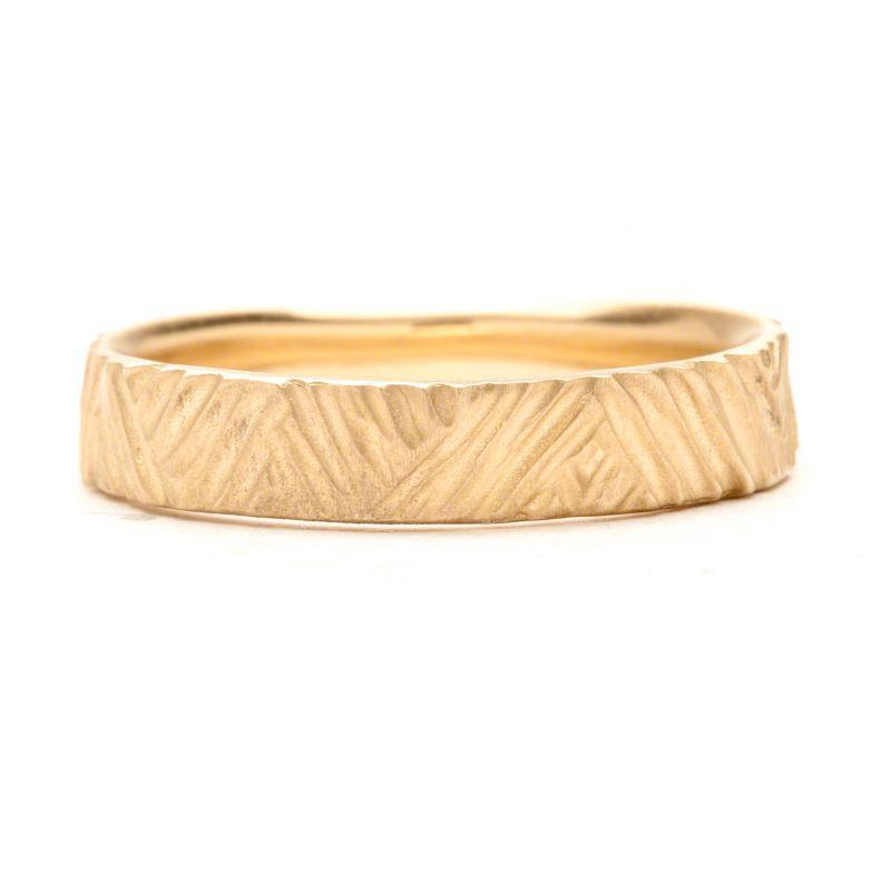 Women's Carved Triangle Line Band
