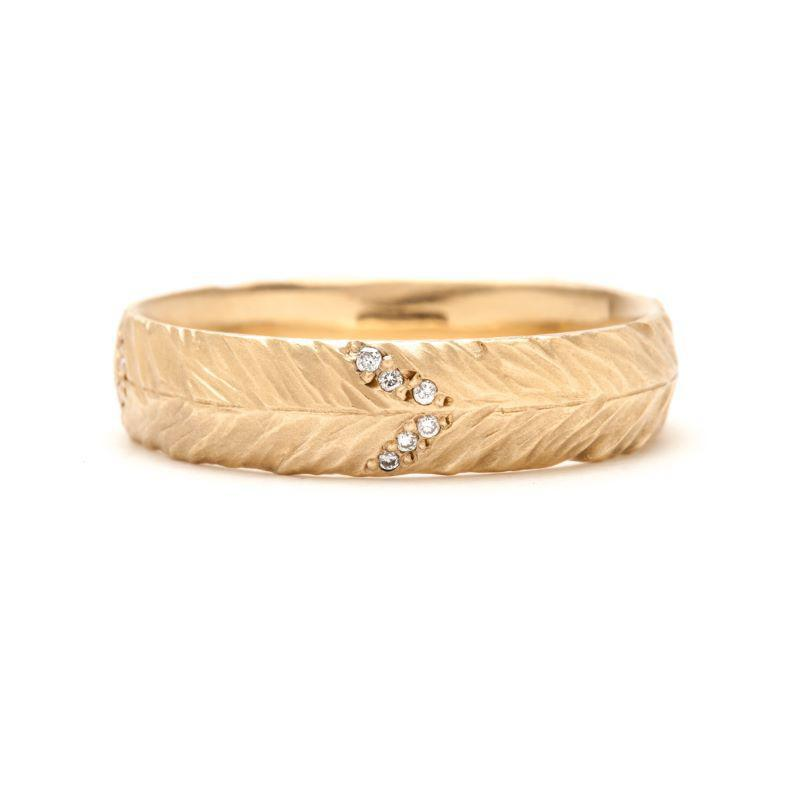 Medium Pavé Diamond Feather Band