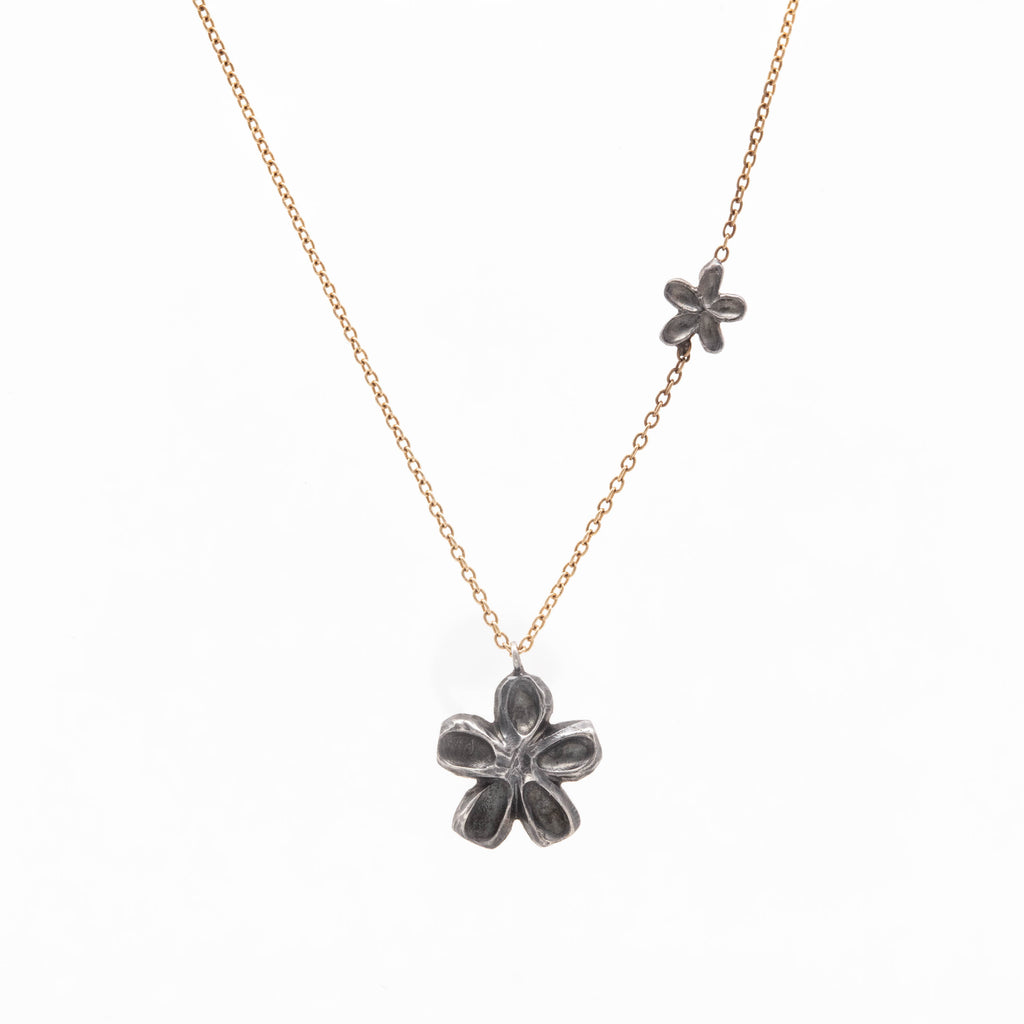 Falling Daisy Necklace