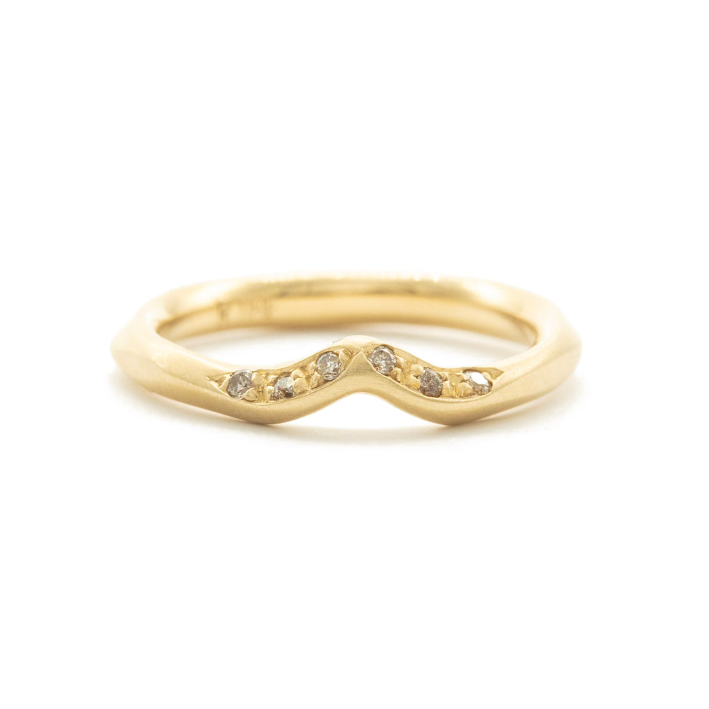 Contour Pavé  V  Shaped Water Band