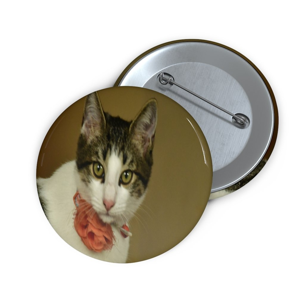 Custom Pin Buttons - The home baby cat Dante - looking at the camera - Yunque Store