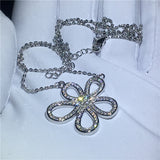 Lucy Flower shape Necklace