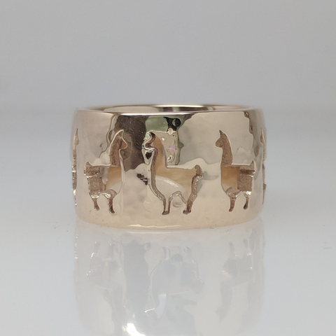 front view of Llama ring.