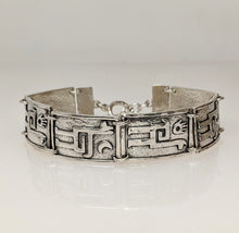 Load image into Gallery viewer, Alpaca or Llama Petroglyph Link Bracelet