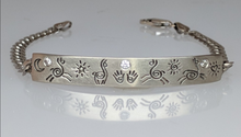 Load image into Gallery viewer, Custom Llama or Alpaca Icon  Bracelet - 14K White Gold with Diamond Accent