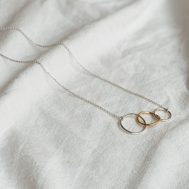 CIRCLES GOLD NECKLACE