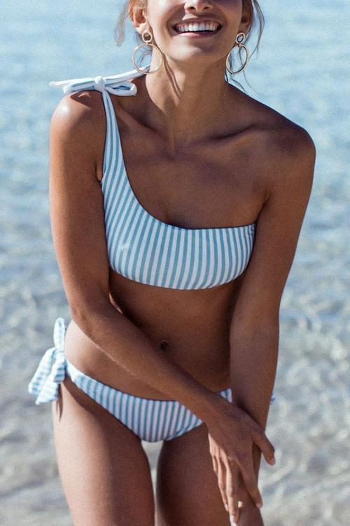 FavShe Show A Shoulder Knot Design Striped Two-piece Swimwears
