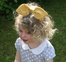 Load image into Gallery viewer, Childrens Linen Bow Hairband