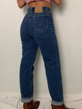 Load image into Gallery viewer, (27W) Vintage Levi's