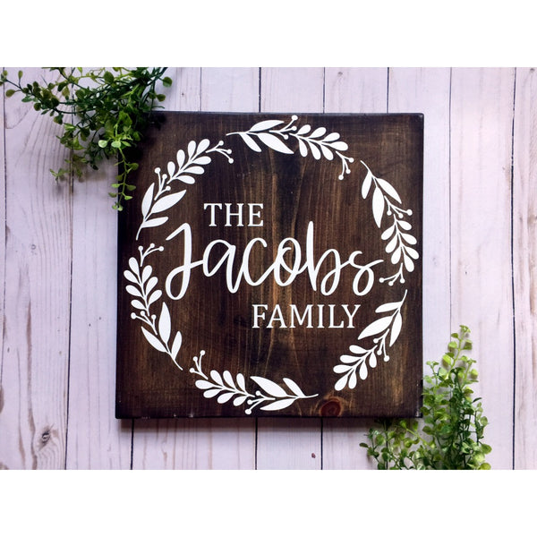 LAST NAME FAMILY WOOD SIGN WITH WREATH