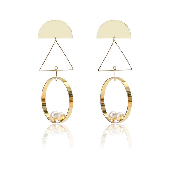 Circle pearl decorative earring