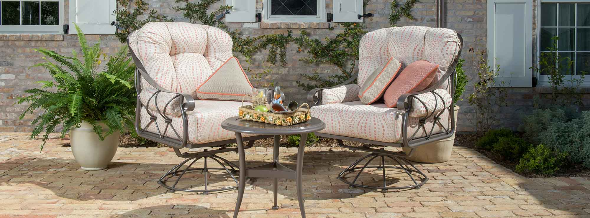 Woodard Derby Crescent Outdoor Sofa Collection Banner