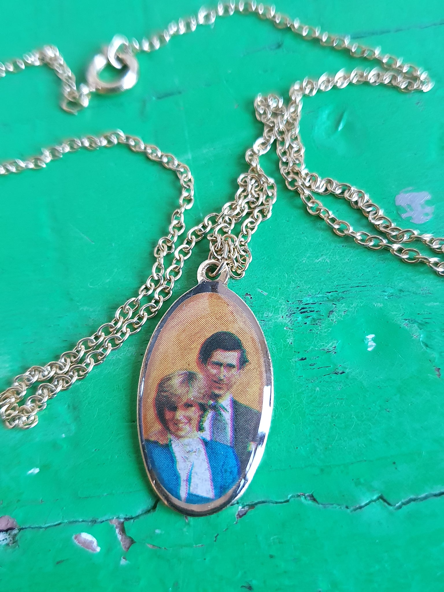 PRINCE CHARLES AND LADY DIANA PENDANT NECKLACE