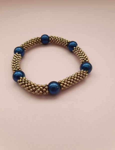 1980s STRETCH BRACELET WITH BLUE BEADS