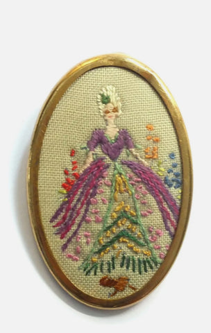 1940s BROOCH WITH HAND SEWN EMBROIDERED LADY