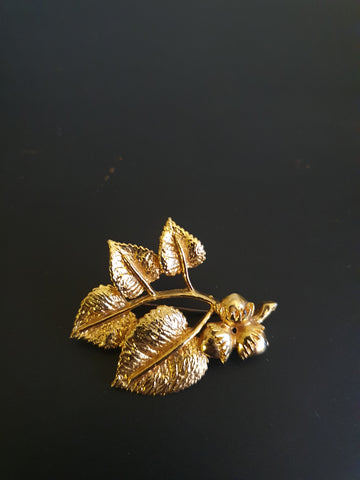 1980s EXQUISITE GOLD ACORN AND LEAVES BROOCH