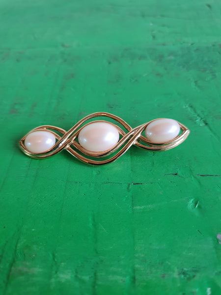 1980s TRIPLE PEARL AND GOLD LARGE BROOCH