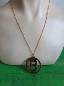 VINTAGE LARGE GOLD TONE LETTER 'B' PENDANT NECKLACE