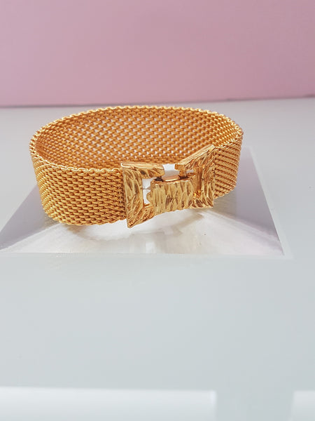 Close up of bow bracelet