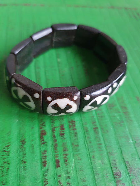 1980s BLACK AND WHITE STRETCH BRACELET
