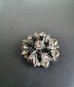 VINTAGE LARGE BLACK AND DIAMOND STONES BROOCH