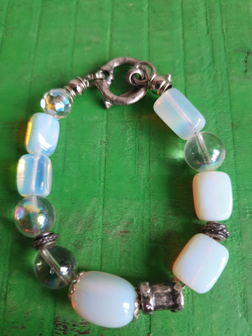 CHUNKY SILVER BRACELET WITH WHITE BEADS