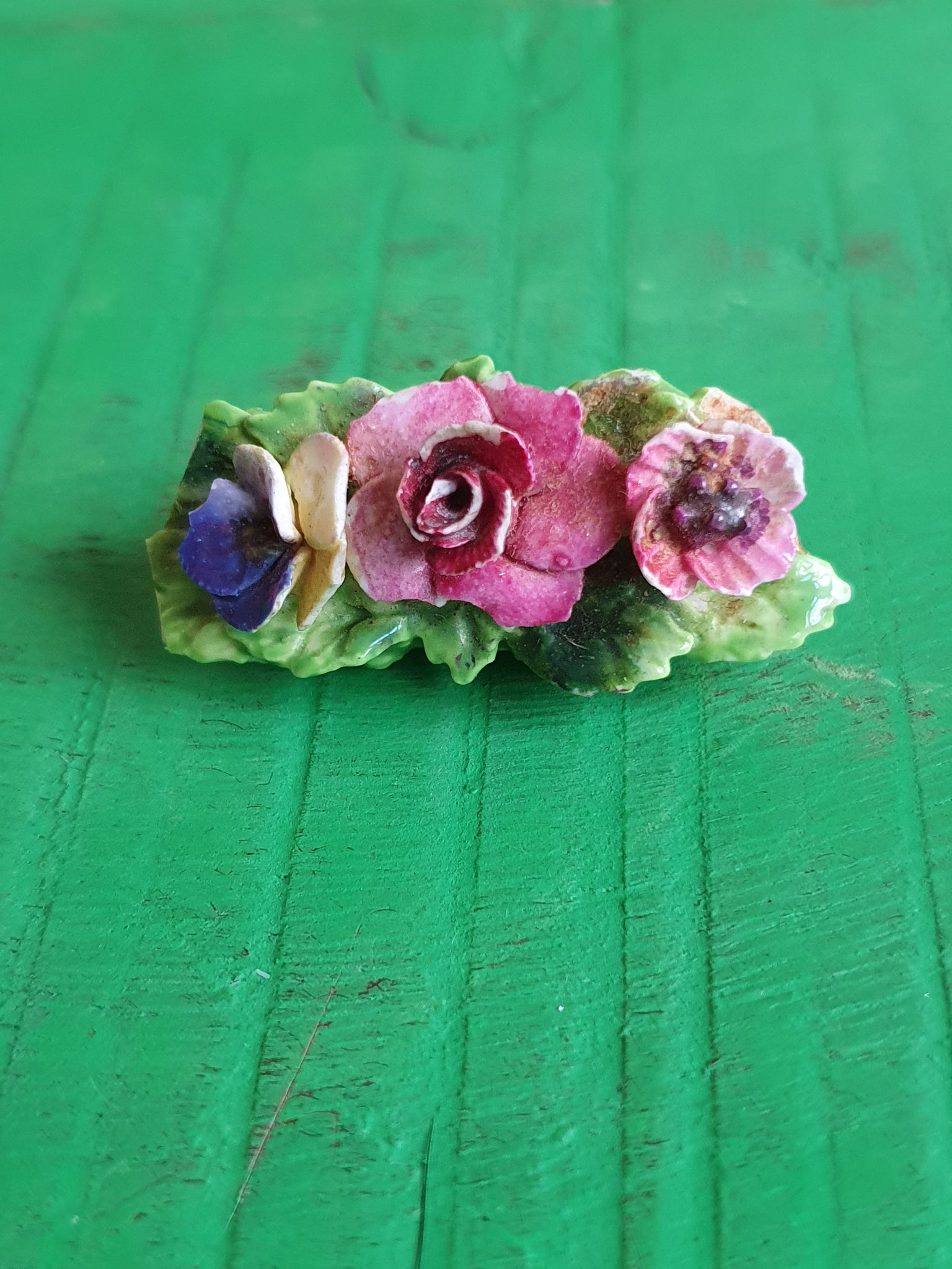 1950s CROWN STAFFORDSHIRE PORCELAIN FLOWER BROOCH
