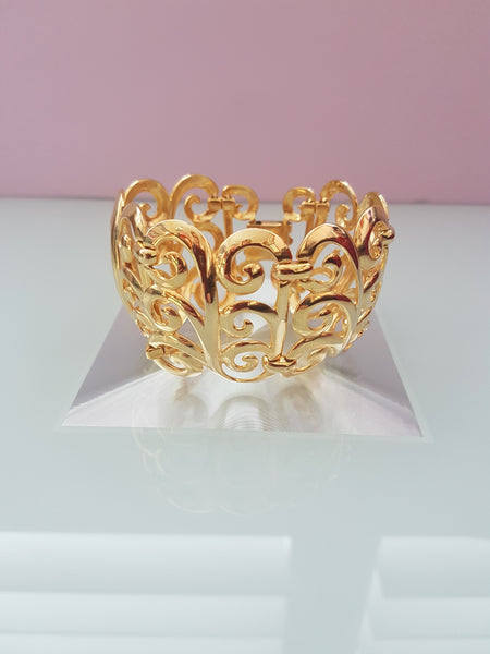 FRONT VIEW 1980s GOLD SWIRL CUFF BRACELET