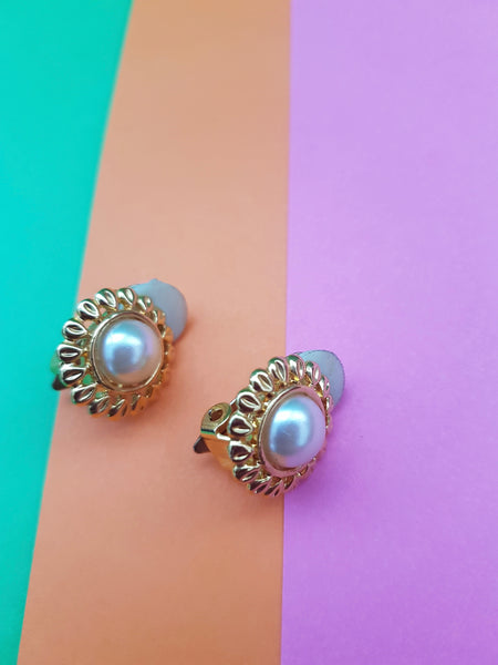 round pearl and gold vintage 1980s earrings