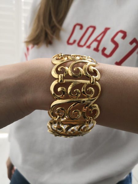 1980s VINTAGE LARGE SWIRLY GOLD BRACELET