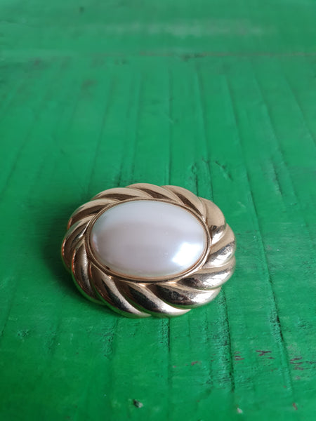 1980s LARGE SWIRLY GOLD AND PEARL BROOCH