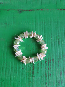 SHELLS AND BEADS STRETCH BRACELET